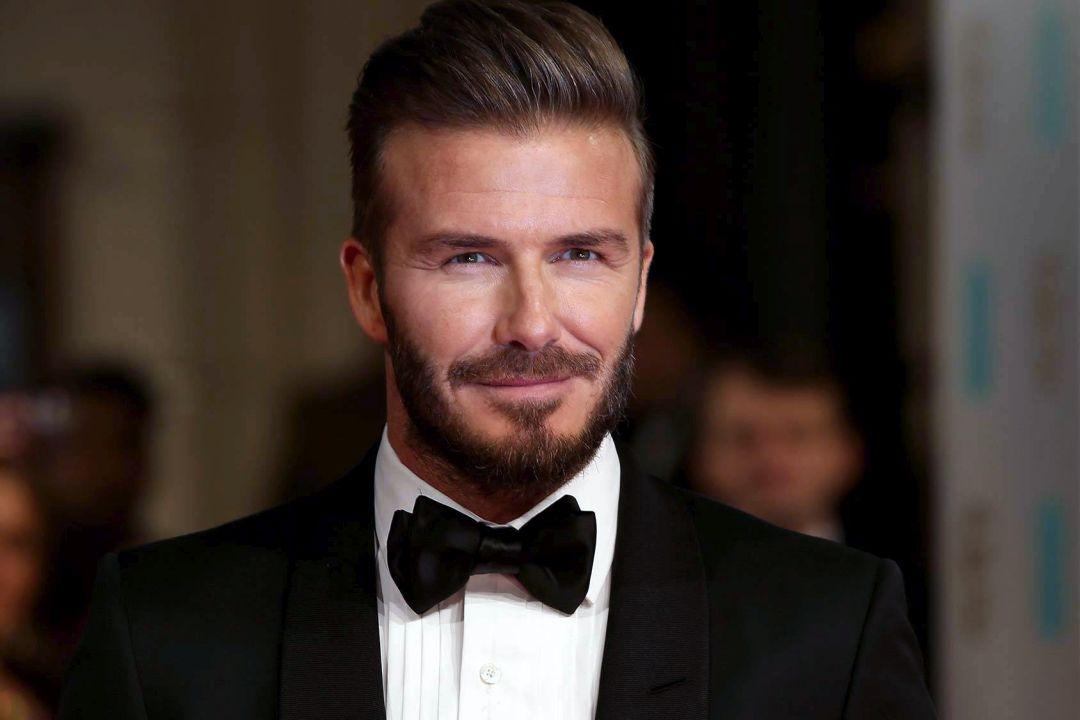 Davd Beckham vilki juodą smokingą