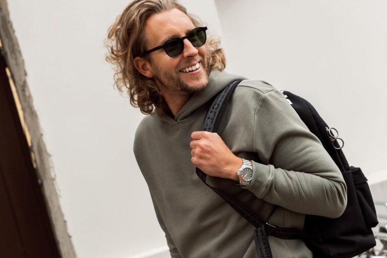 10 būdų, kaip stilingai vilkėti džemperį su gobtuvu