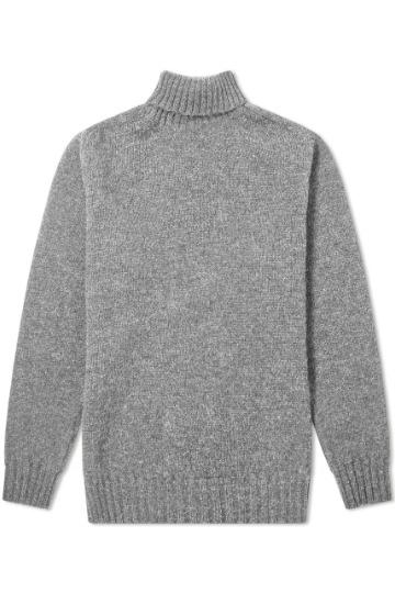 Pilkas megztinis atlenkiamu kaklu