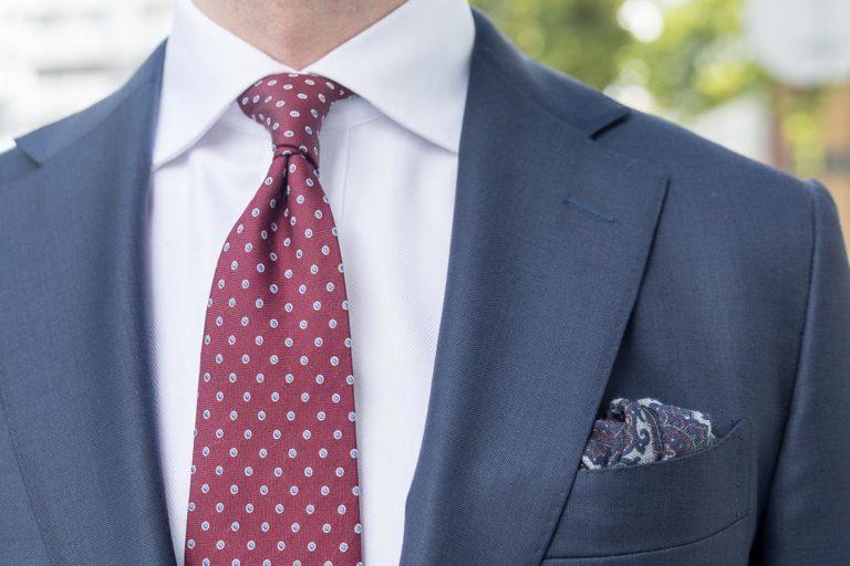 Kaip išsirinkti pirmojo kostiumo spalvą