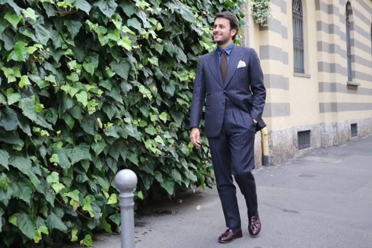 Pirmas kostiumas – nuomotis, pirkti ar siūtis?