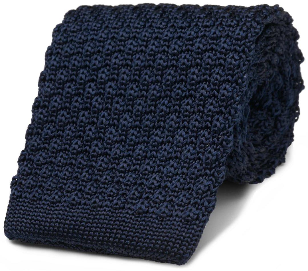 Mėlynas nertas kaklaraištis