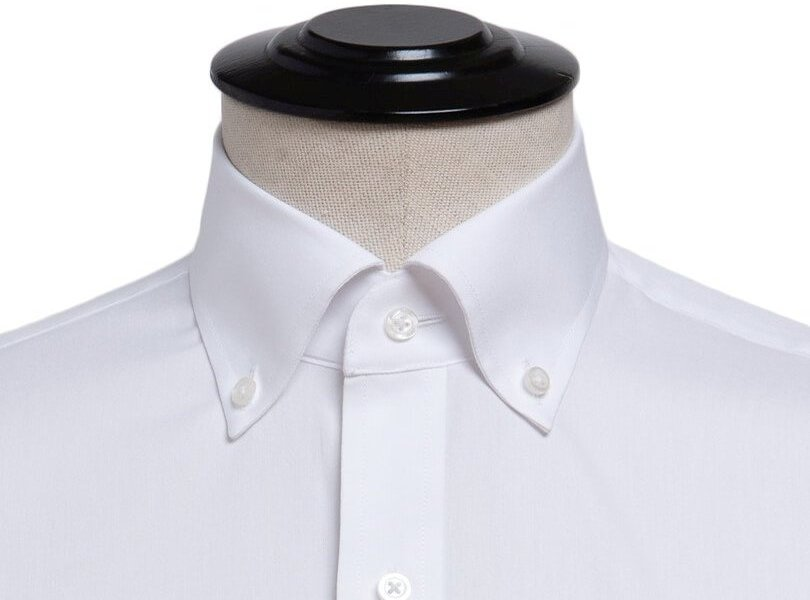 Marškinių apykaklė su sagomis
