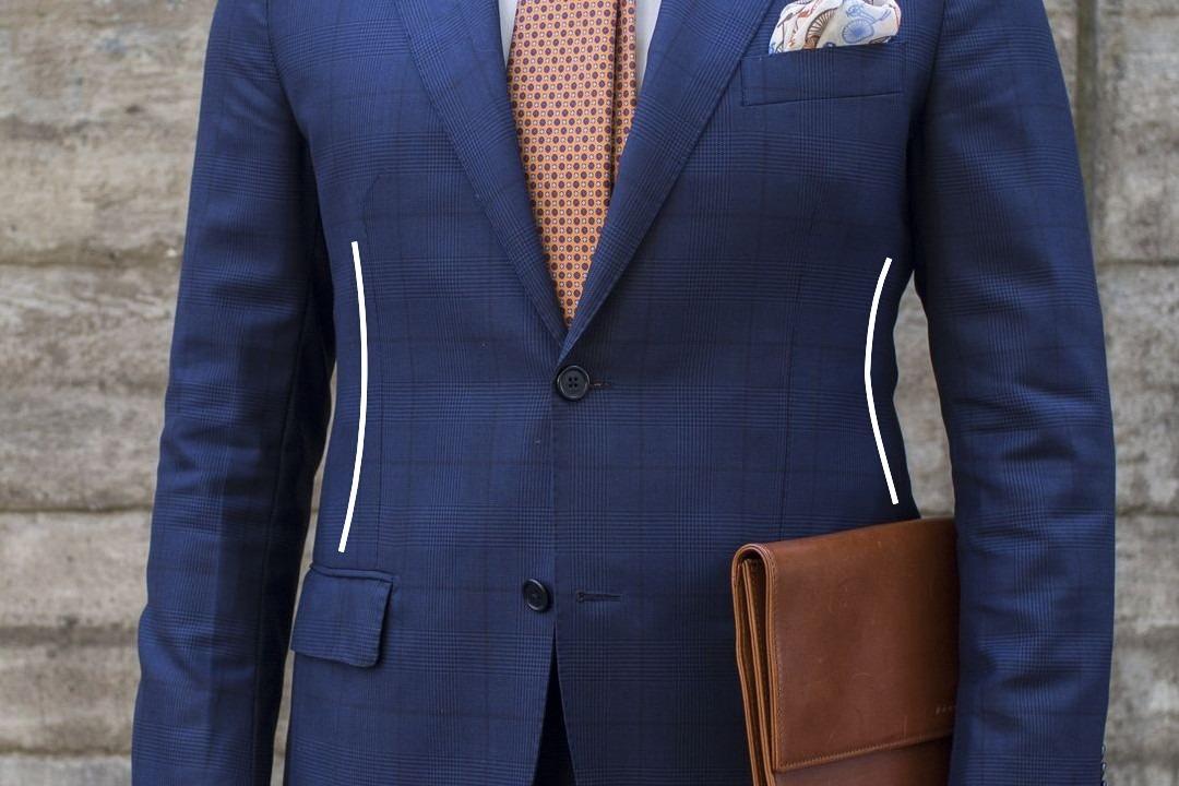 Įliemenuotas mėlynas švarkas