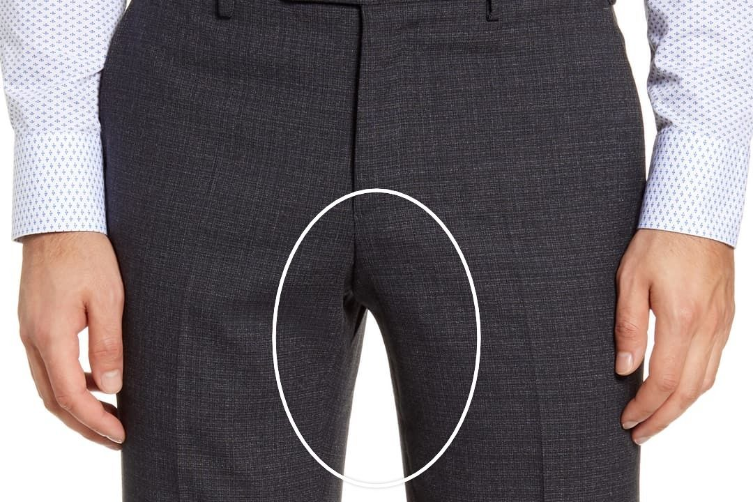 Tamsiai pilkos kostiuminės kelnės iš priekio